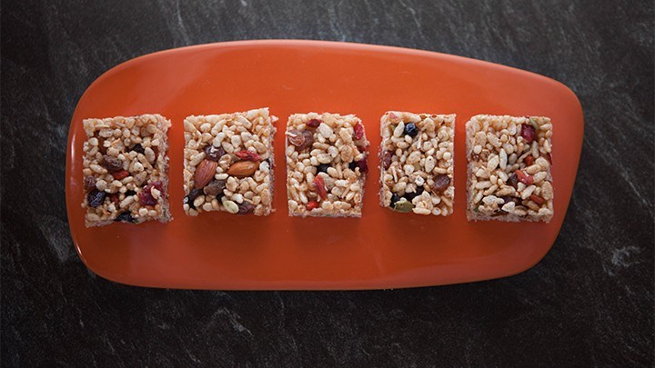 EG6 EP27 Sultana-Nut-and-Puffed-Rice-Bars-720x405